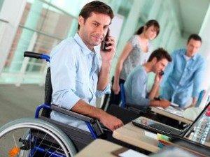 Які документи подає особа з інвалідністю під час прийняття її на роботу