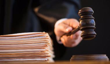 Без второго постановления суда банкирам и коллекторам запретили вламываться к должникам