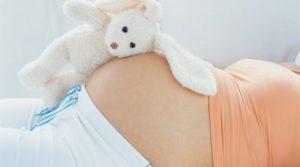 У зв'язку з вагітністю та пологами платники «спрощенці» першої або другої групи звільняються від сплати ЄП на період тимчасової втрати працездатності