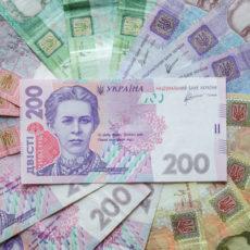 На контроль поставят переводы более 30 тыс. грн