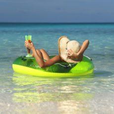 Виплата відпускних за місяць до відпустки – це порушення?
